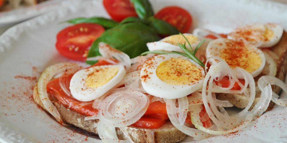 salmon-sandwich-855911_1920